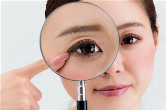 眼瞼下垂は予防できる!簡単なトレーニング方法でパッチリ目をキープ!